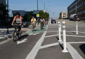 Protected bike lane in Chicago, IL. Photo credit: The Chicago Bicycle Advocate